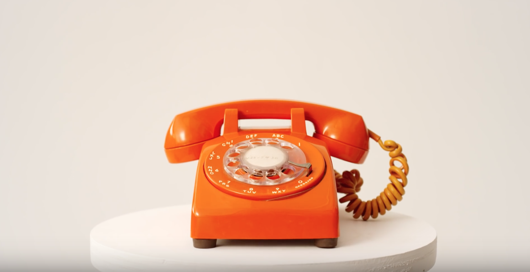 I'm OBSESSED with this telephone, and the stills from the video. Great art direction and styling.