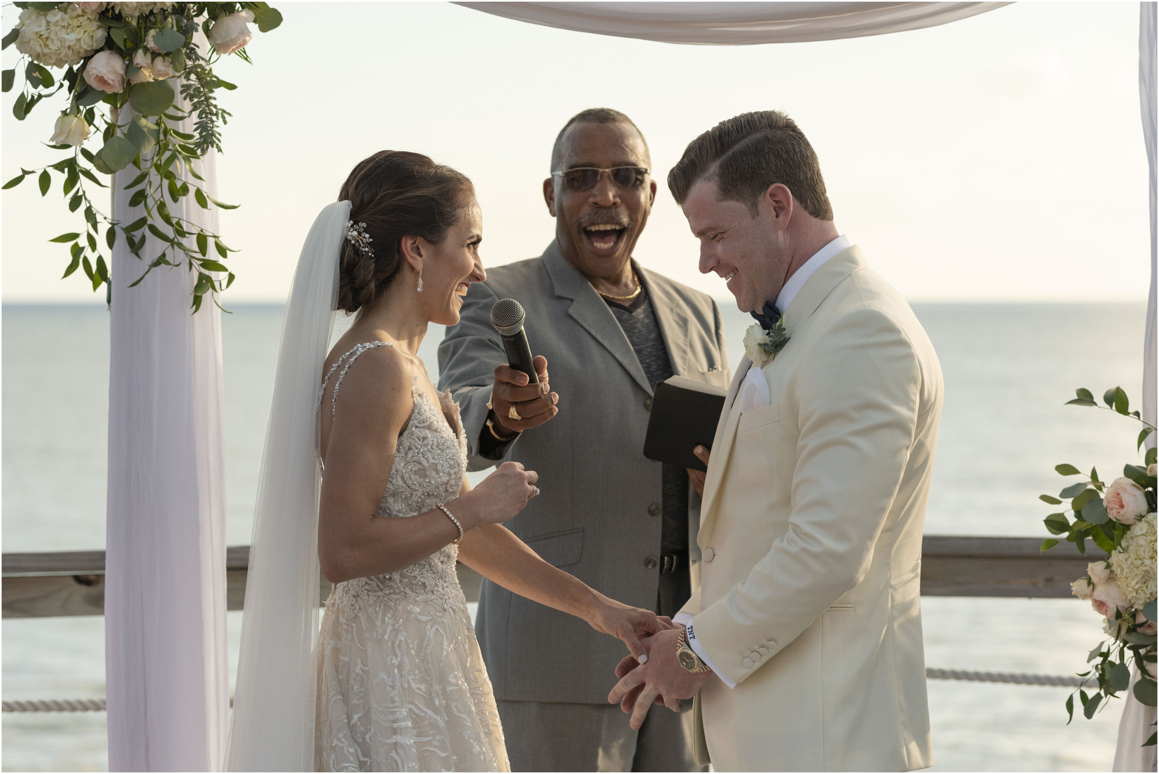 ©Fiander Foto_Bermuda Wedding Photographer_The Reefs_Taylor_Tedd_107.jpg