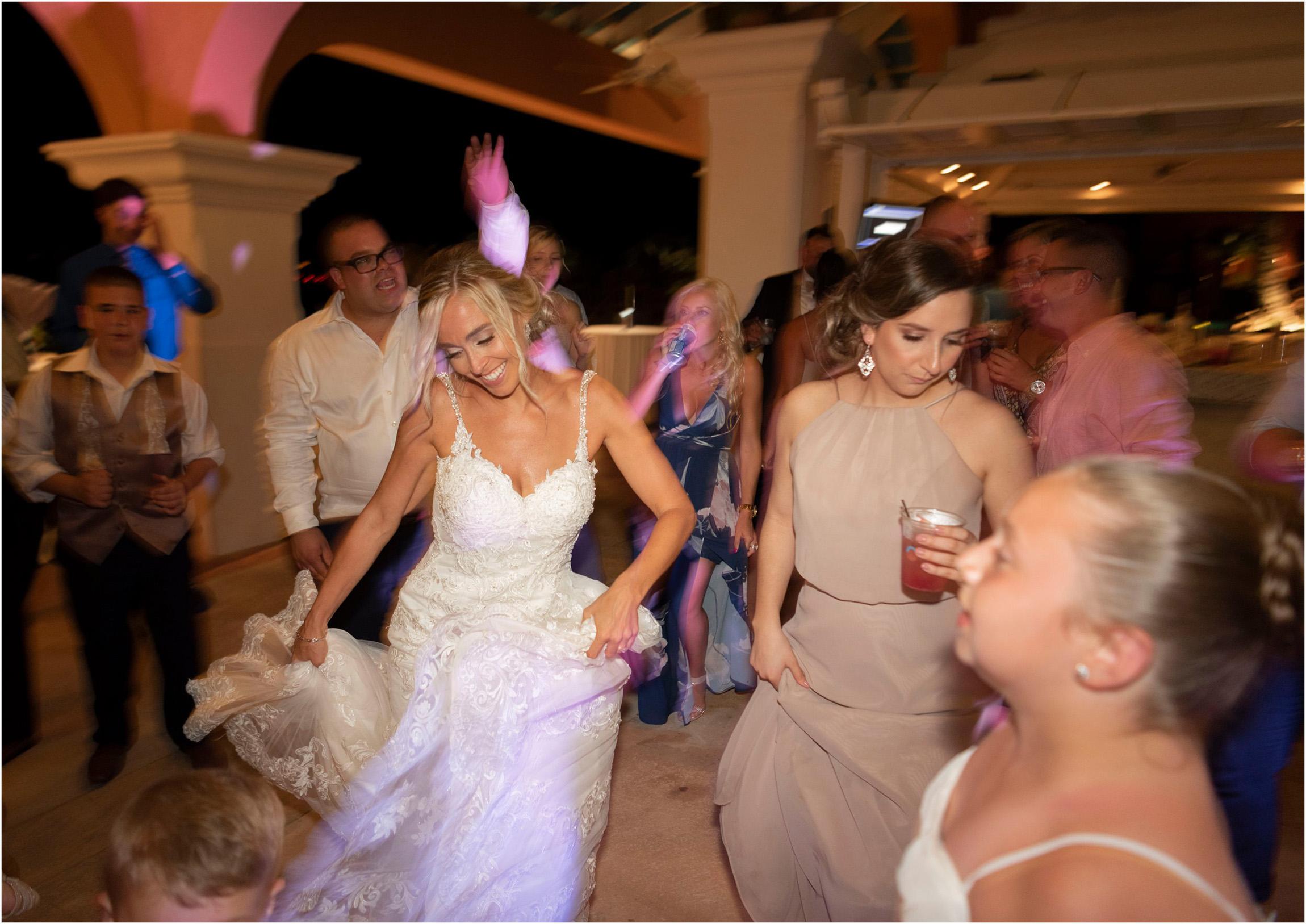 ©FianderFoto_Destination_Wedding_Photographer_Bermuda_Wedding_Photographer_Jaclyn_Anthony__Grotto Bay_142.jpg