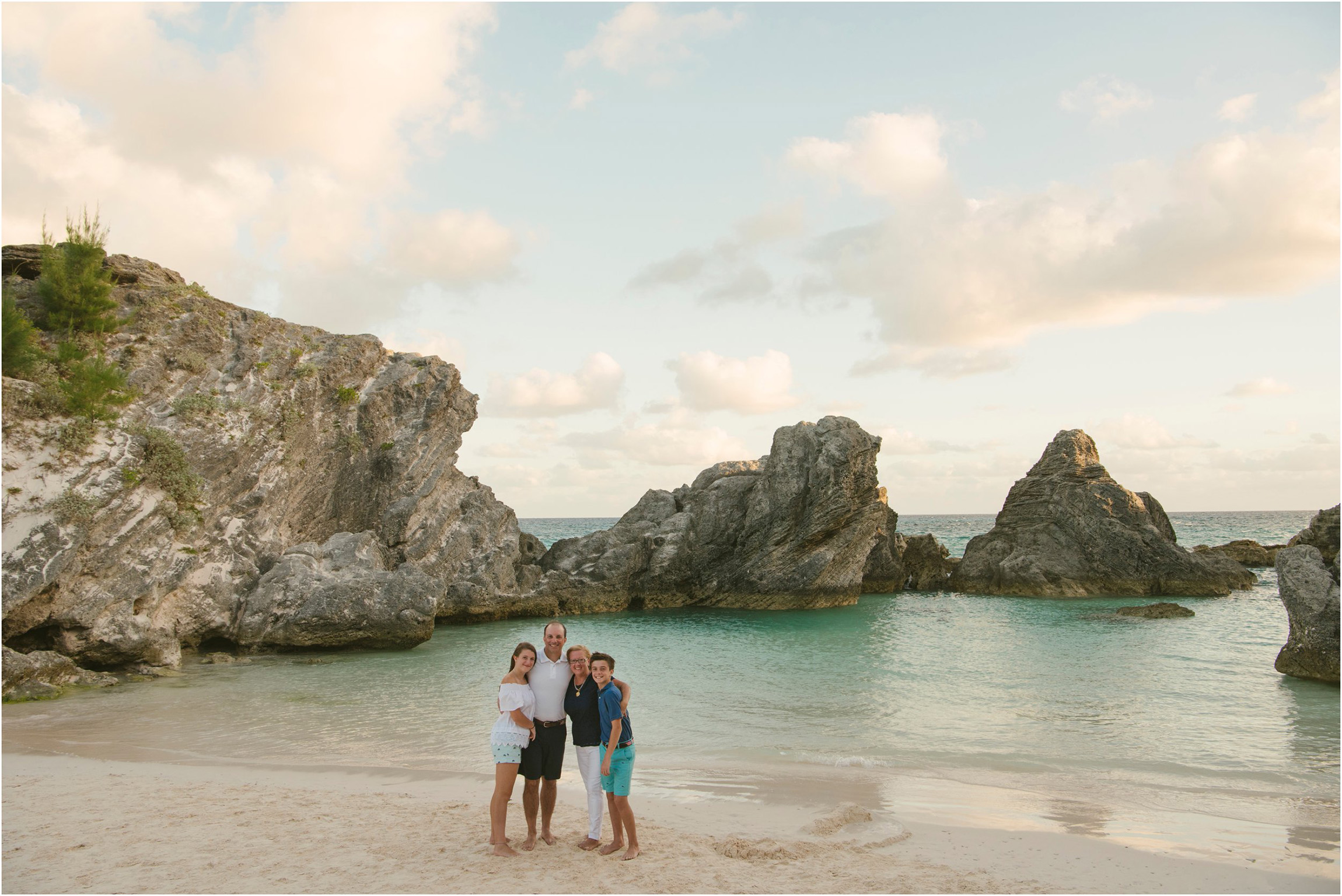 Fiander Foto_Bermuda Photographer_Horseshoe Bay Beach__Alicia's Family_010.jpg