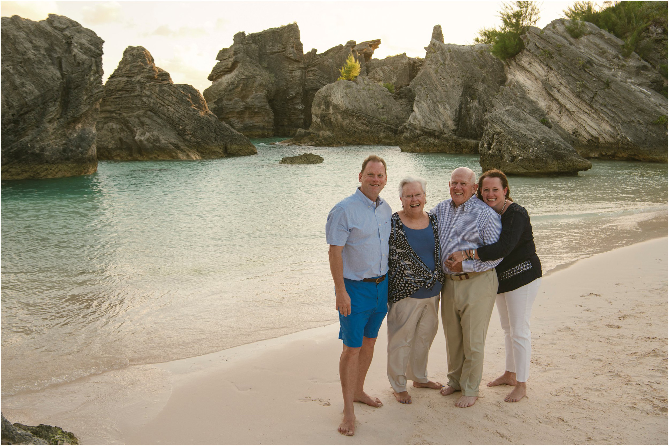 Fiander Foto_Bermuda Photographer_Horseshoe Bay Beach__Alicia's Family_007.jpg