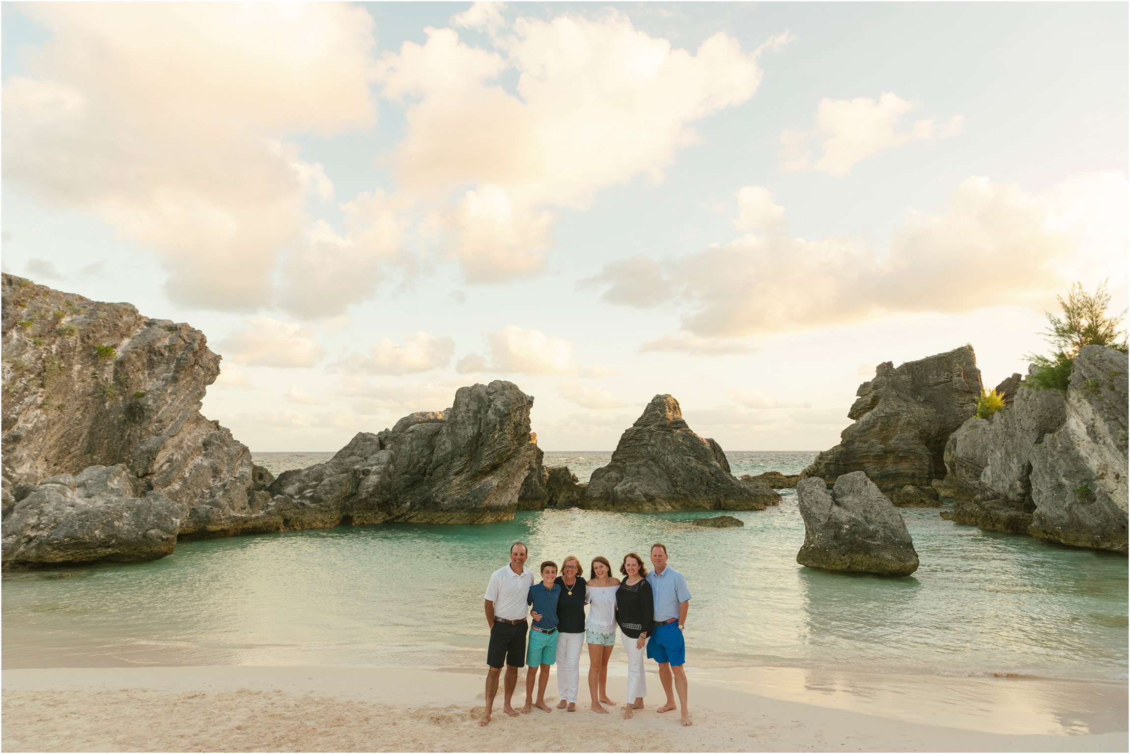 Fiander Foto_Bermuda Photographer_Horseshoe Bay Beach__Alicia's Family_012.jpg