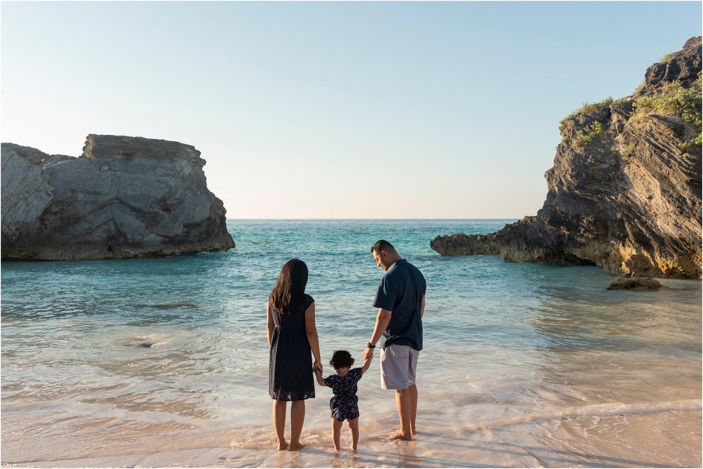 ©Fiander Foto_Bermuda Babymoon Photographer_Horseshoe Bay Beach_Bentsy_Jobin_004.jpg