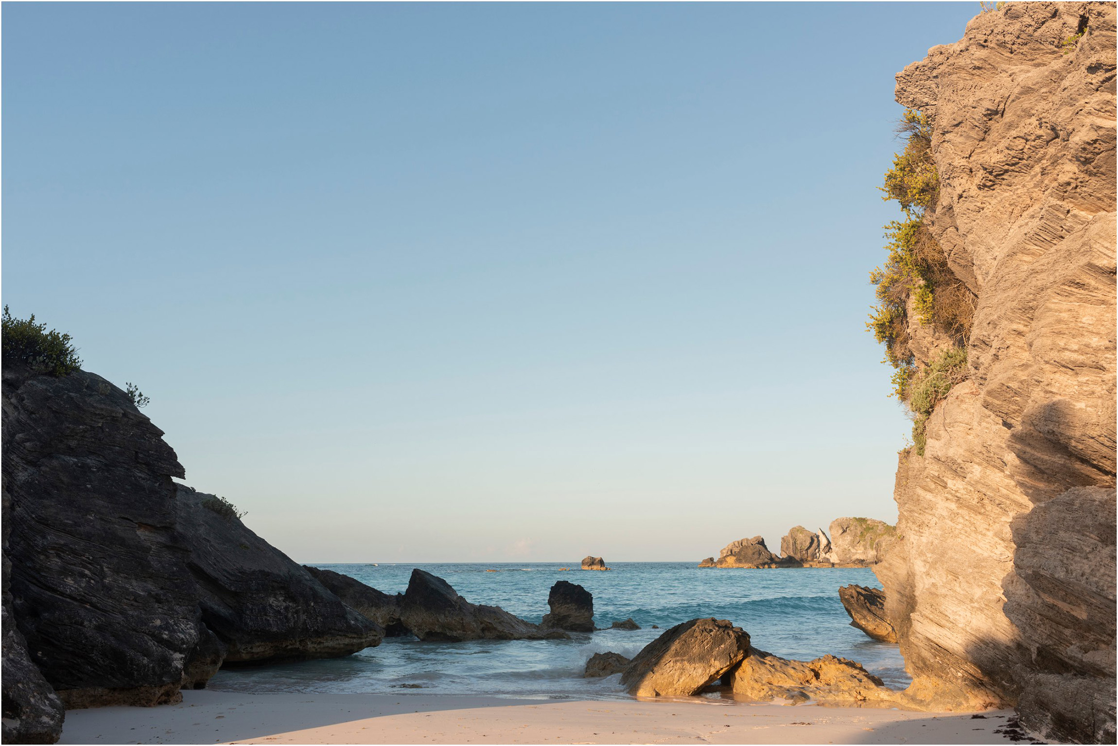©Fiander Foto_Bermuda Babymoon Photographer_Horseshoe Bay Beach_Bentsy_Jobin_005.jpg