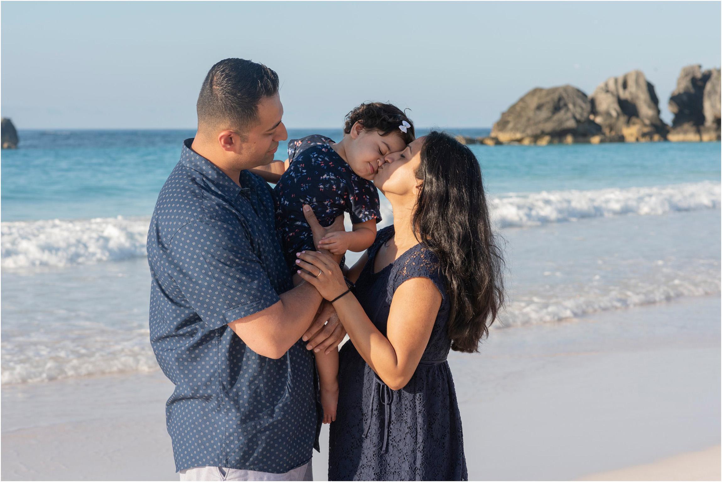 ©Fiander Foto_Bermuda Babymoon Photographer_Horseshoe Bay Beach_Bentsy_Jobin_012.jpg