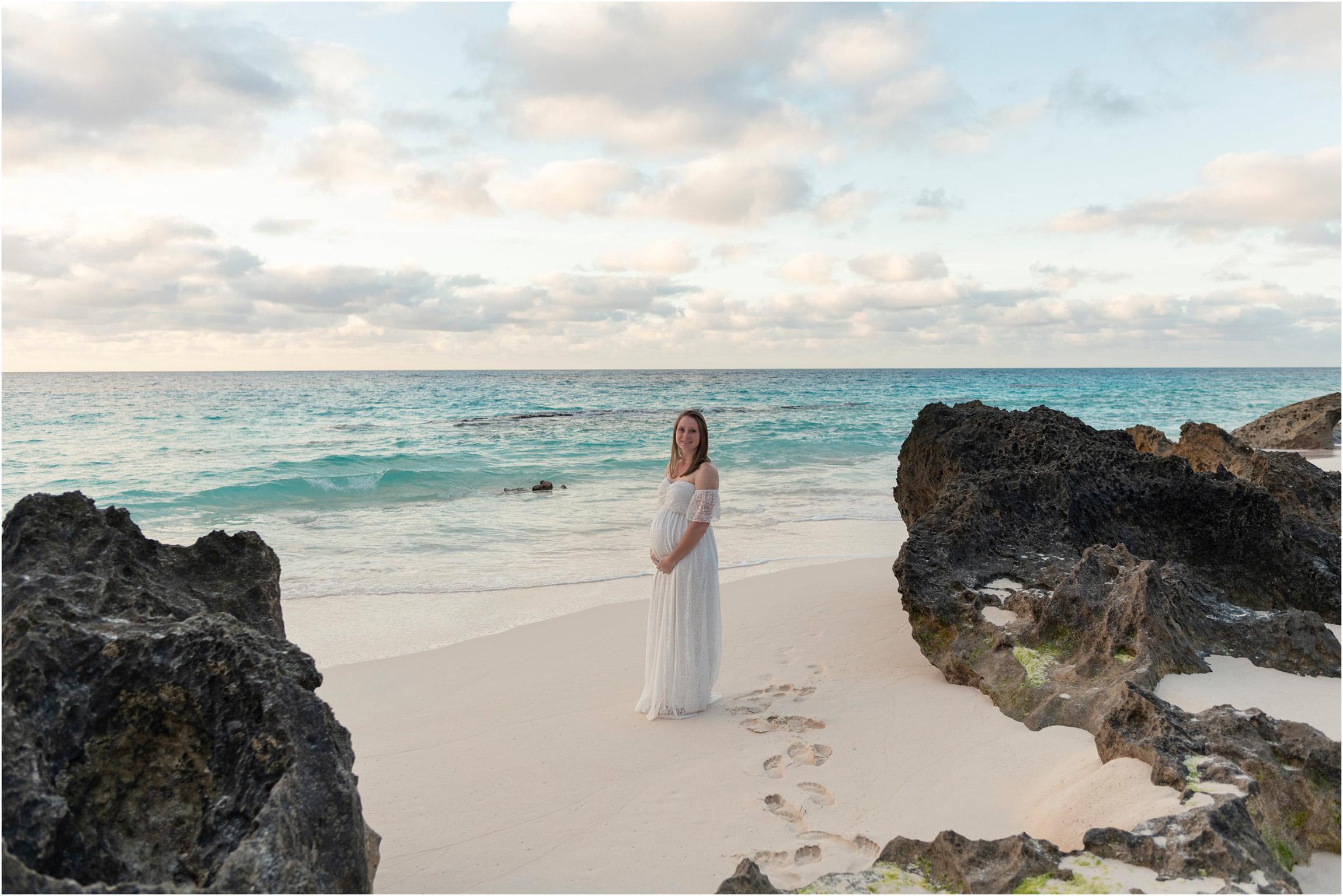 ©FianderFoto_Bermuda Maternity Photographer_Betsy_005.jpg