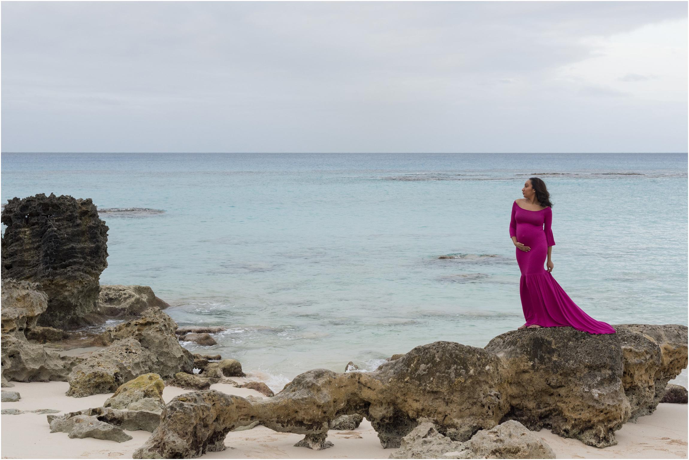 ©FianderFoto_Bermuda Maternity Photographer_Church Bay Beach_Tiffany_001.jpg