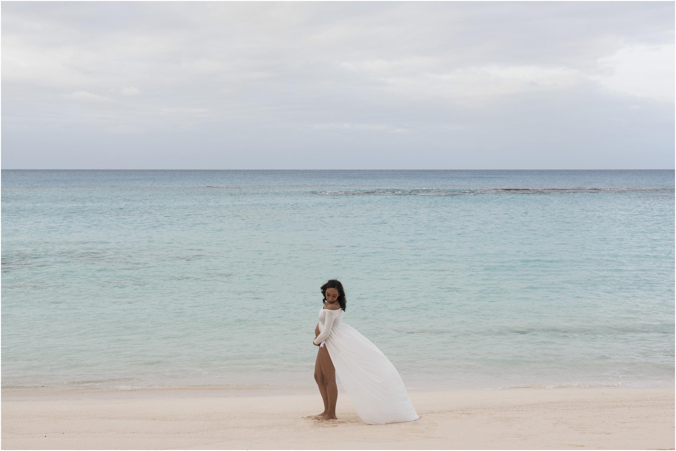 ©FianderFoto_Bermuda Maternity Photographer_Church Bay Beach_Tiffany_005.jpg