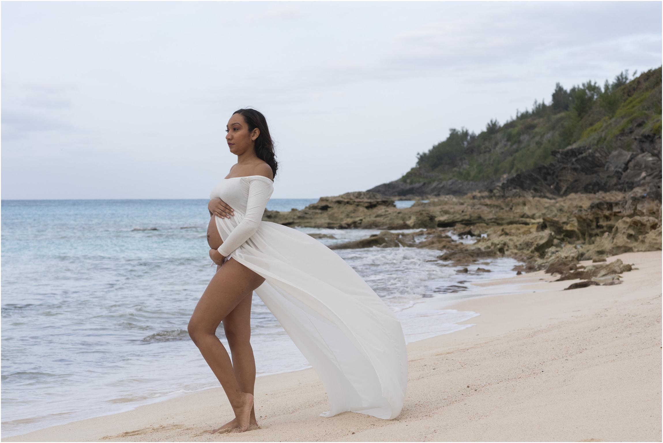 ©FianderFoto_Bermuda Maternity Photographer_Church Bay Beach_Tiffany_007.jpg