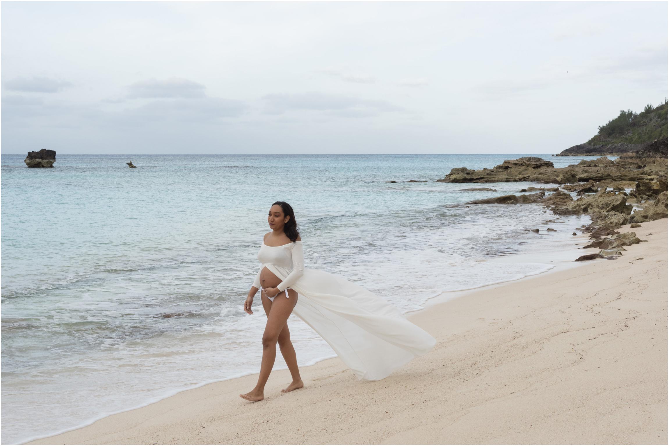 ©FianderFoto_Bermuda Maternity Photographer_Church Bay Beach_Tiffany_009.jpg