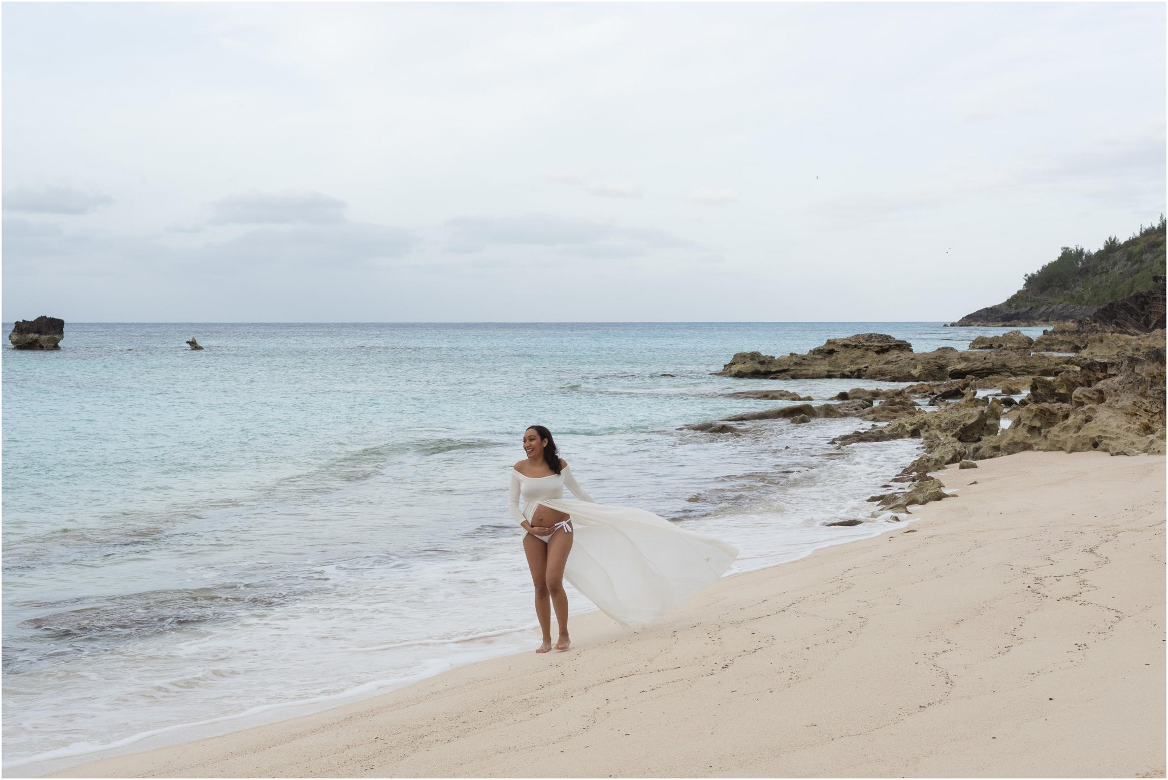 ©FianderFoto_Bermuda Maternity Photographer_Church Bay Beach_Tiffany_008.jpg