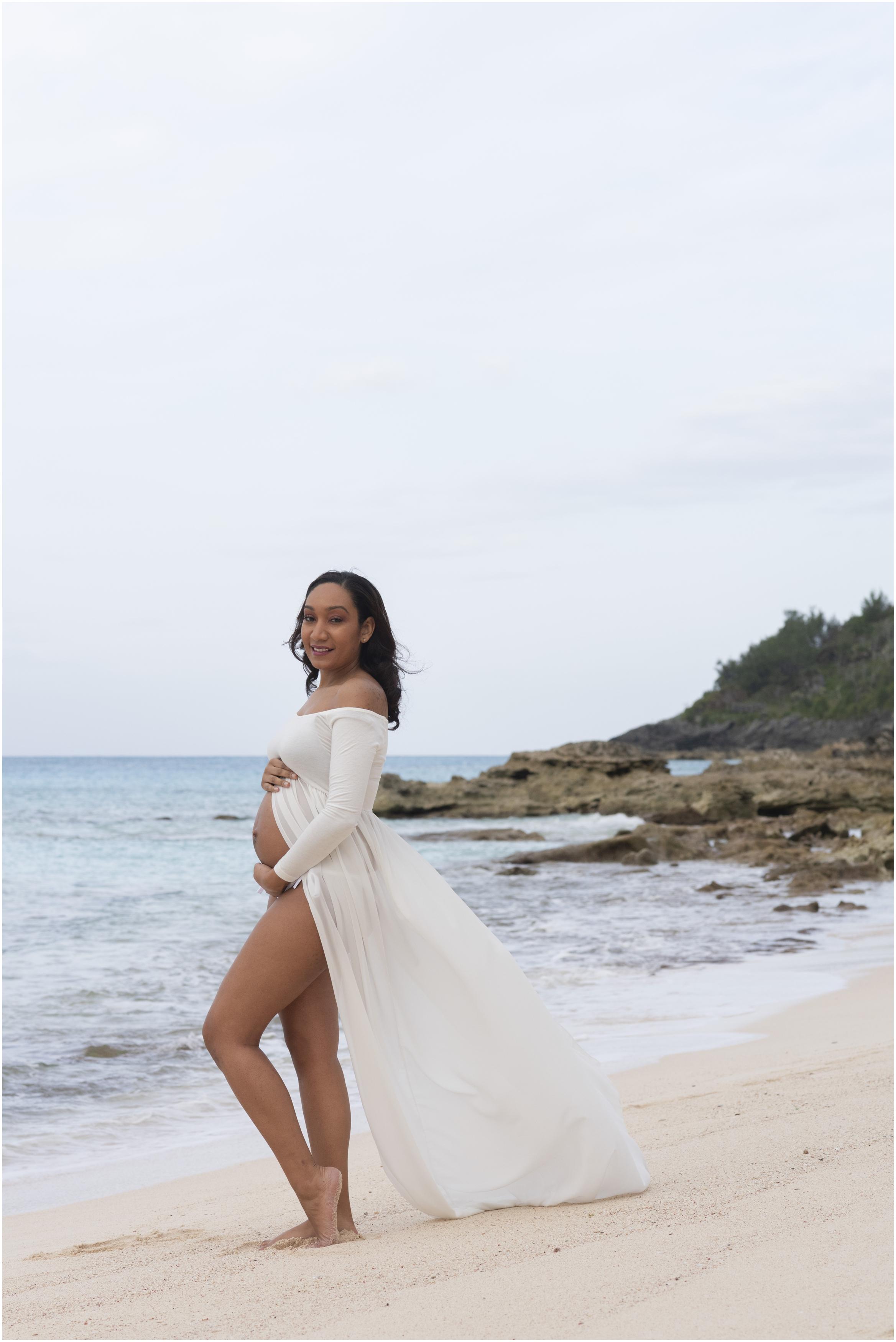©FianderFoto_Bermuda Maternity Photographer_Church Bay Beach_Tiffany_012.jpg