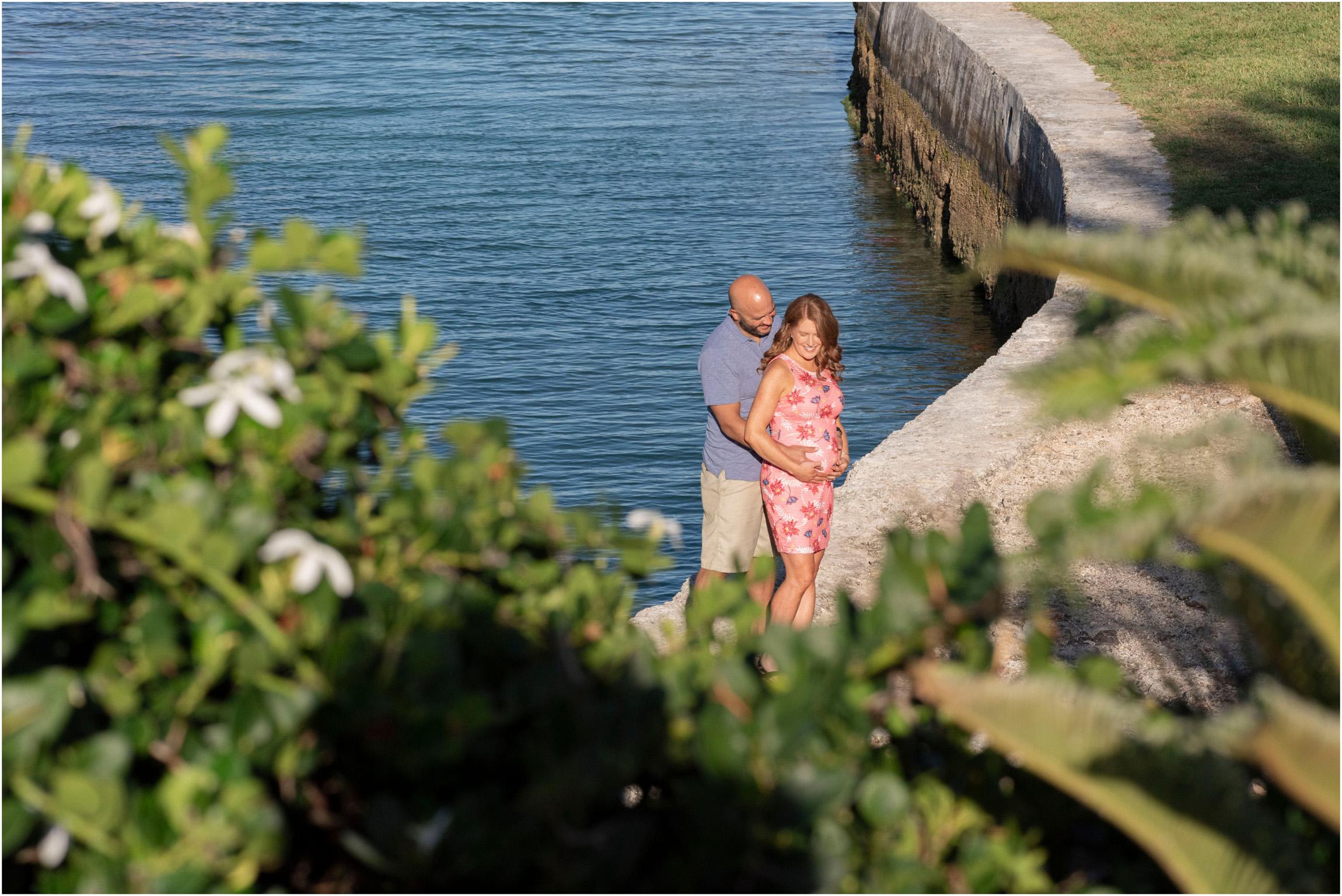 ©FianderFoto_Bermuda Maternity Photographer_Elys Harbour_Ft Scaur_Airbnb_Victoria_Mike_003.jpg