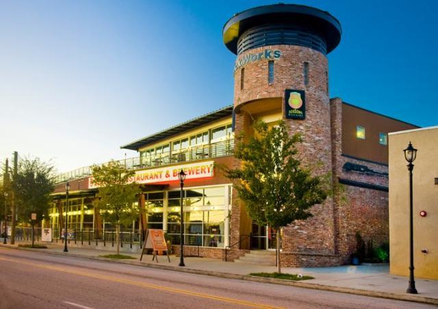 5 Seasons Restaurant & Brewery