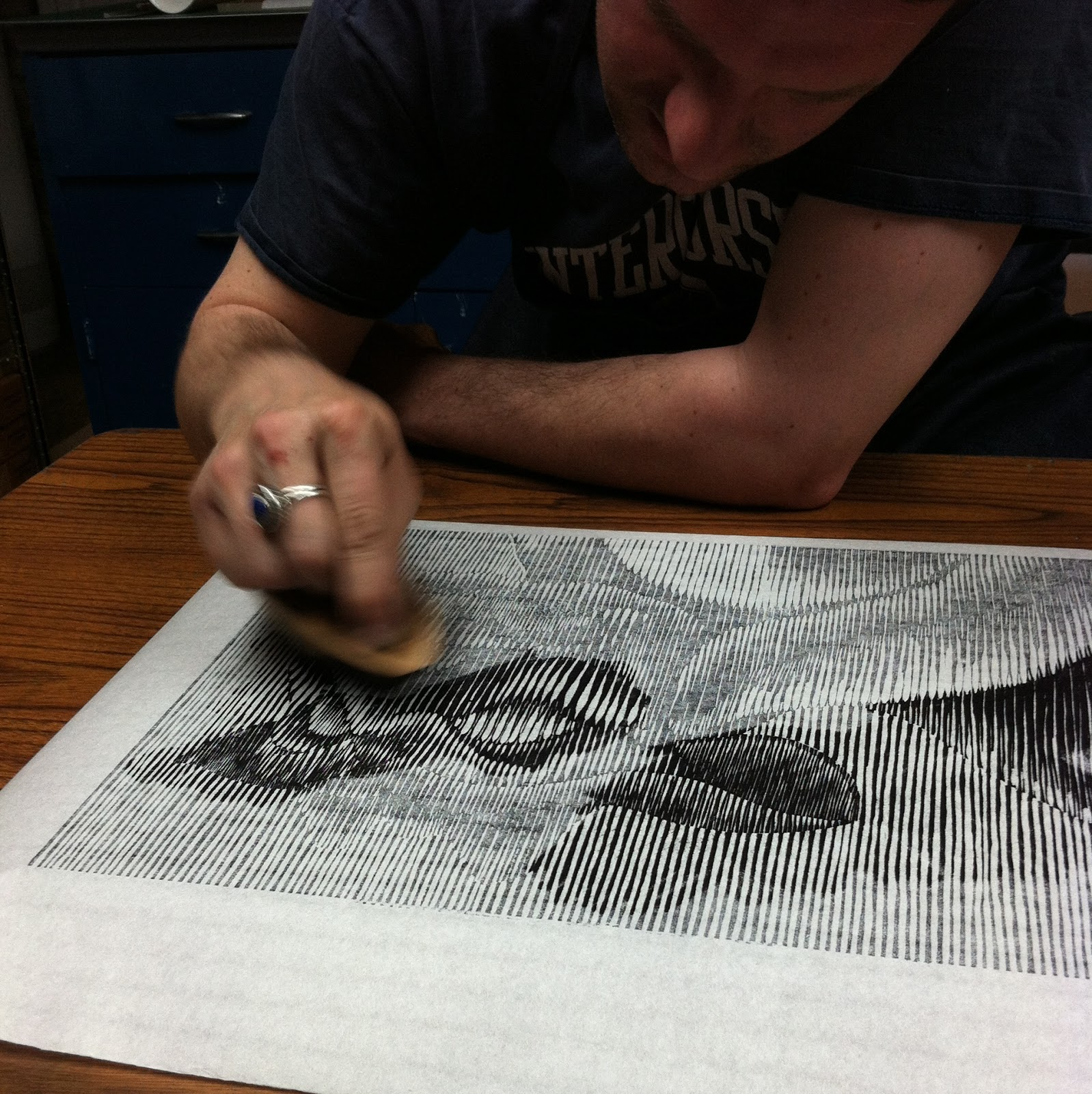 "Mike burnishing his print, ""L'ancien"""