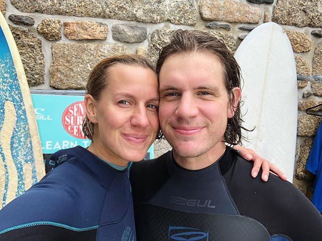 160918 Two years in 2️⃣ // duet surfing in clear calm waters we now call home 🏄🏻♂️🏄🏼♀️ (excuse us the cheesy grins in matching 100% cotton robies) // memories of that sunny Peckham afternoon on 160916 when we said LET'S DO THIS and never looked back // 💞(thanks for the celebratory knowledge sharing and instruction @sennendad)