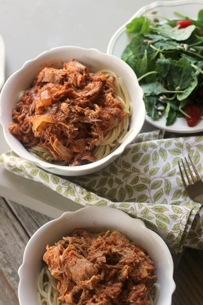 3 ingredient slow cooker pork ragu // Natasha Red
