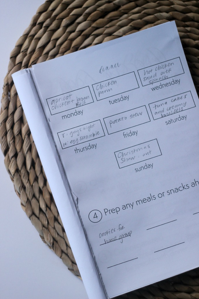 using a meal planner to prep your meals for the week!