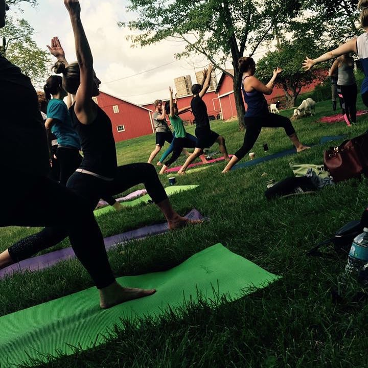 yoga-class-outdoor-sunshine