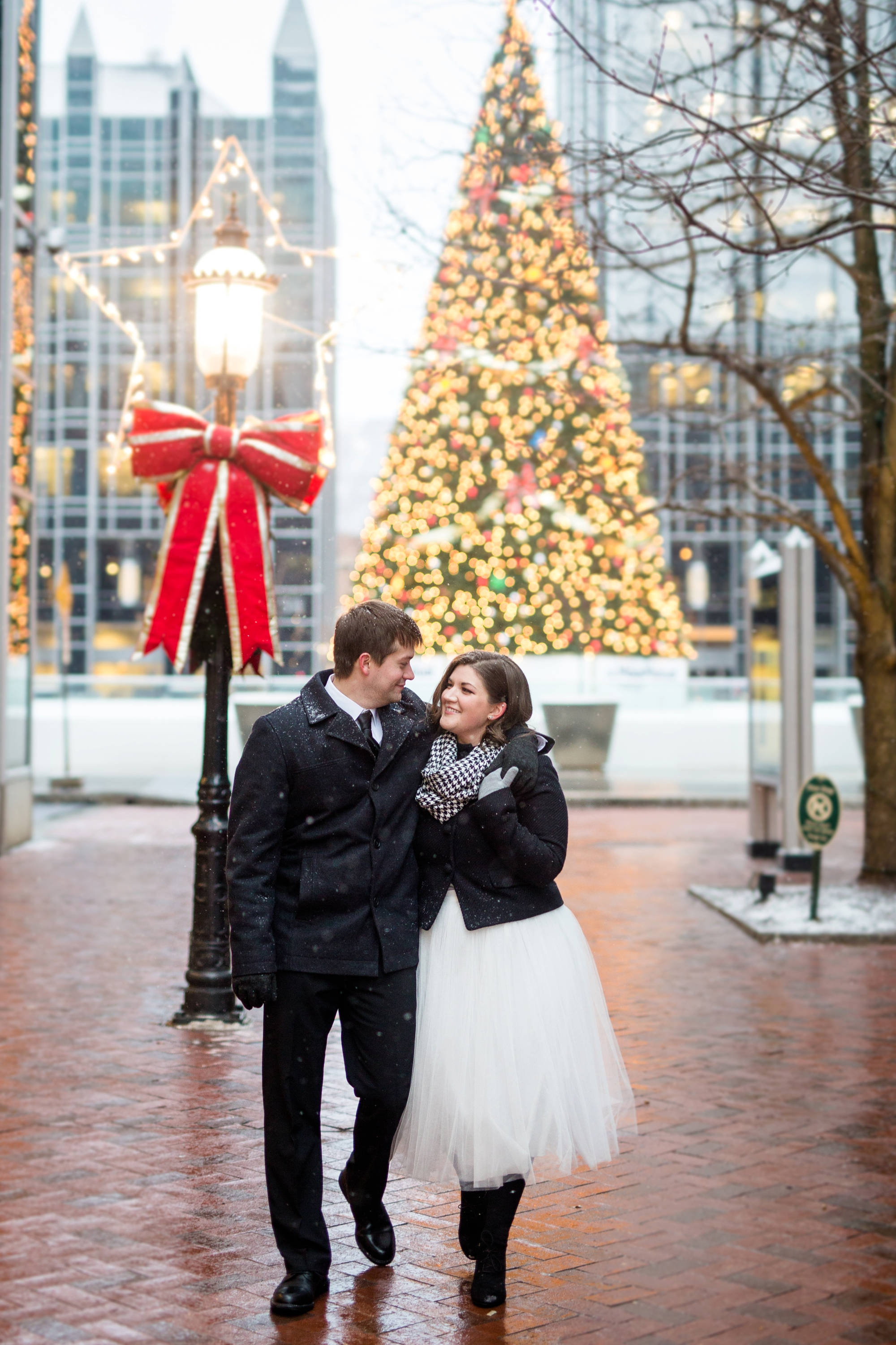 downtown pittsburgh engagement photos, downtown pittsburgh wedding photos, best location for photoshoot in pittsburgh