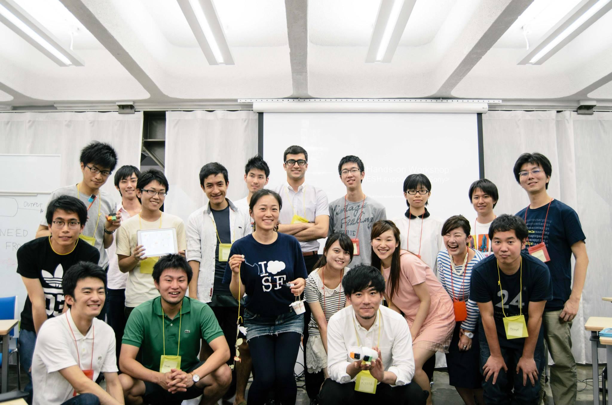 Workshop参加者の皆様と集合写真.
