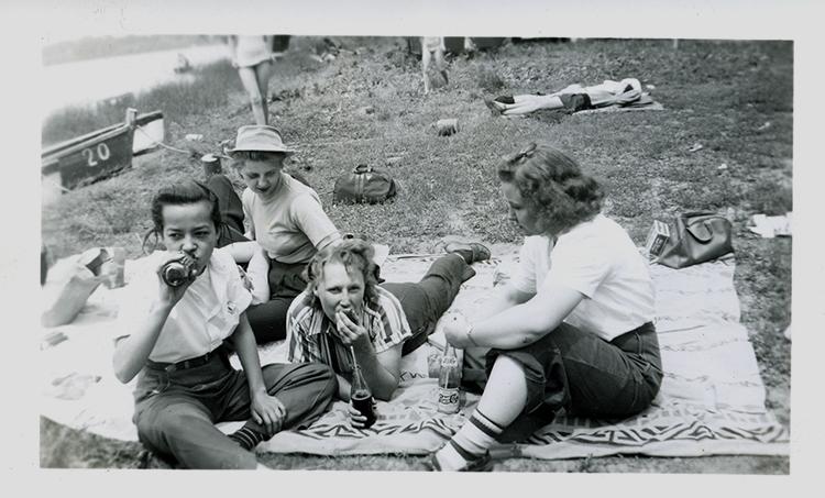 F4-10-picnicdrink.jpg
