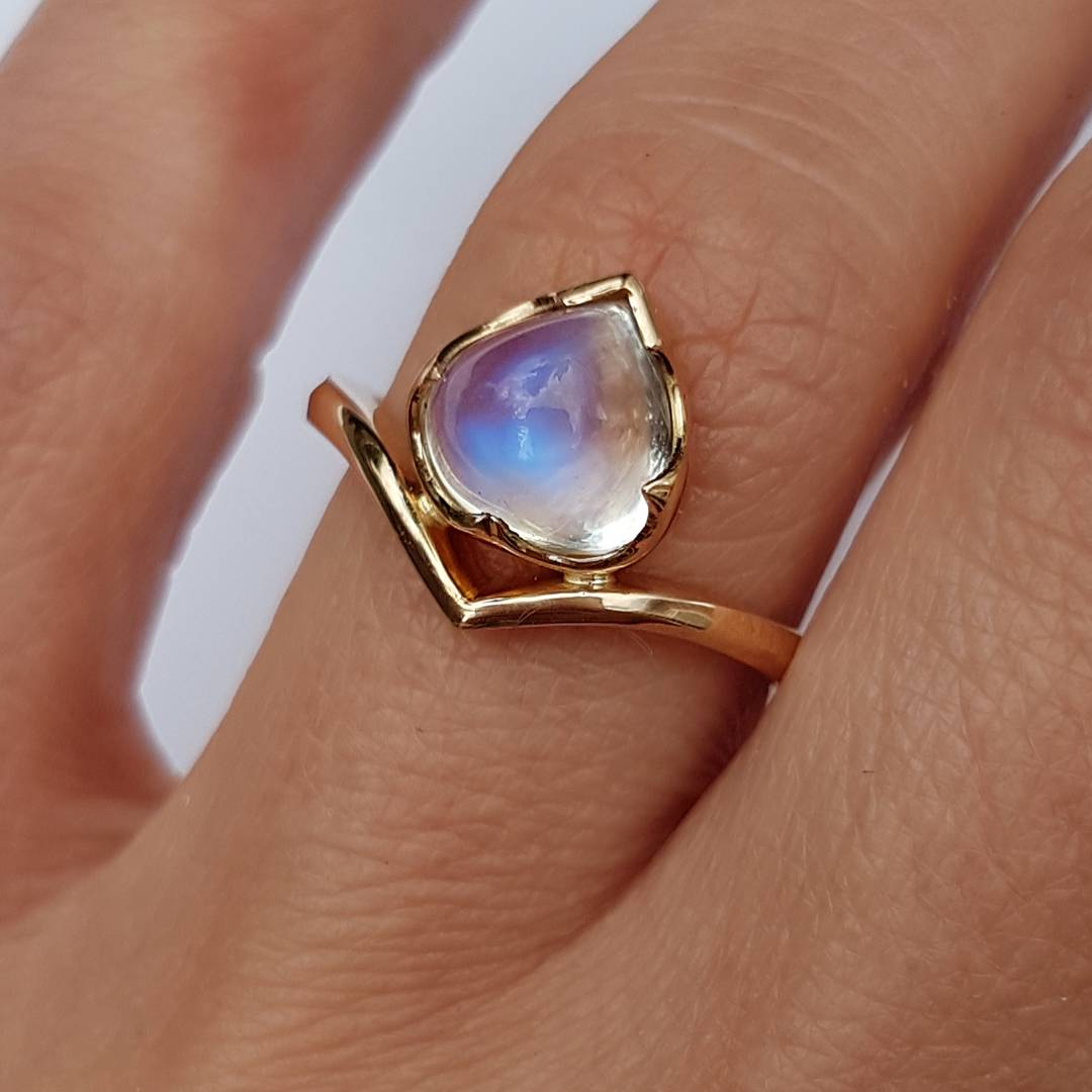 18ct Gold Moonstone Ring