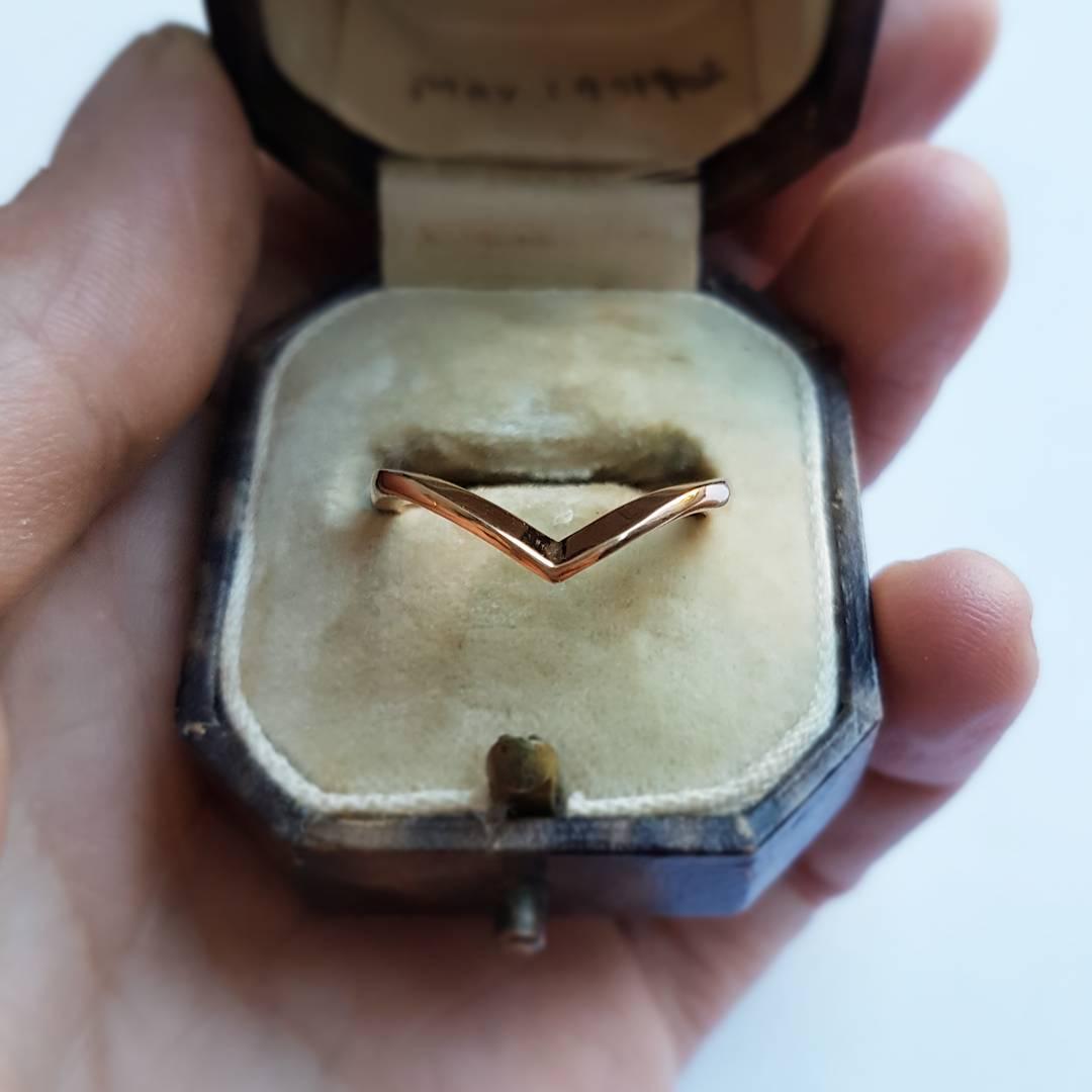18ct Wishbone Ring