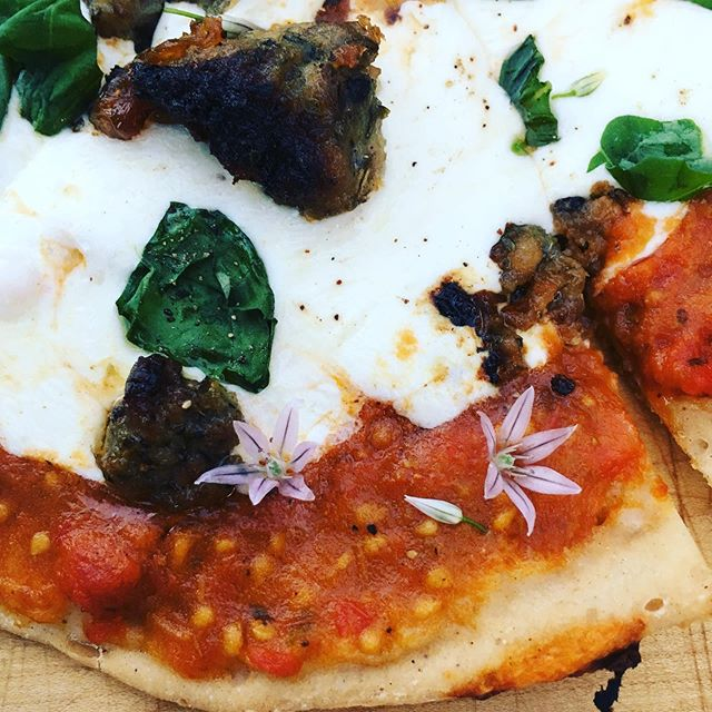 Bloom where you're planted...is that how the saying goes? Does that make this a blooming pizza? #pizzaonthegrill #glutenfree #valleysownbakehouse #chiveflowers #flowersasgarnish #summertimeeats #eatathome #alfresco