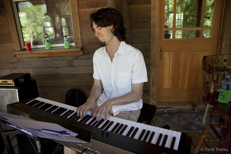 justin-nelson-pianist-andrea-templon-friends-fundraising-event-live-music-nc-danbury.jpg