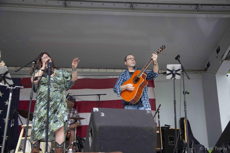 live-music-stokes-stomp-danbury-nc-festival-guitar-player-singer-acoustic-andrea-templon-chris-templon-stained-glass-canoe.jpg