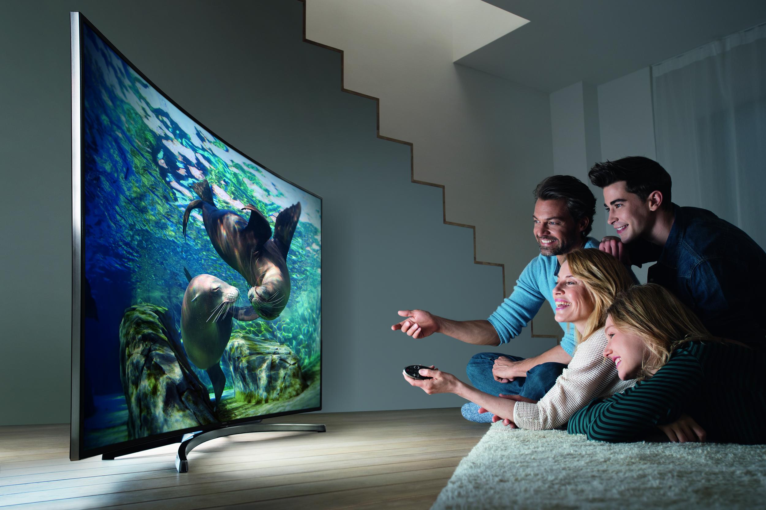 Samsung_TV_U8090_Curved_Familie_148.jpg