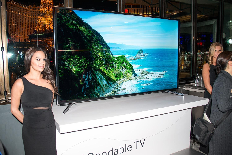 samsung-85-inch-bendable-tv.jpg