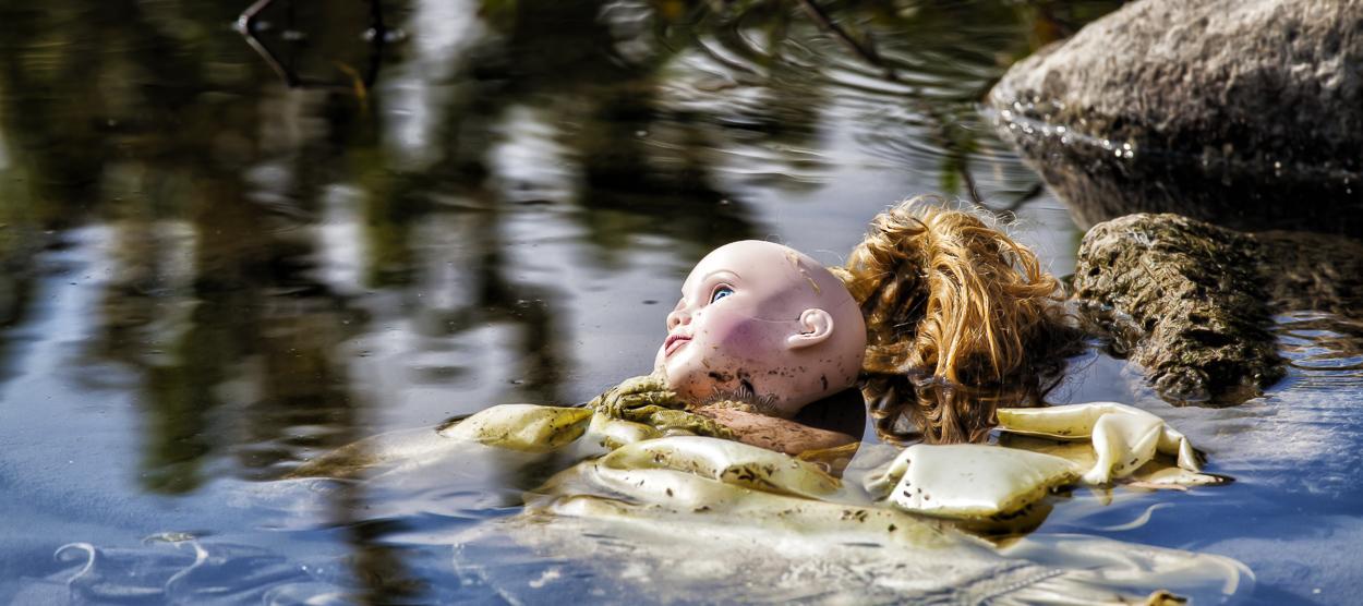 doll_in_river