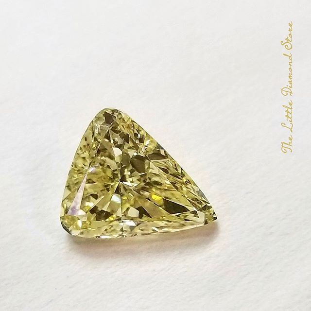 In a sunny mood with this 1.50 ct. #fancyyellow #trillioncut #diamond.  Nice way to start off the week. . #finejewelry #diamonds #GIA #colordiamonds #customfinejewelry #hawaiifinejewelry #hilife #honlulu #oahu #hawaii #engagementring #bling #wedding #instahawaii #hawaiigram #thelittlediamondstore
