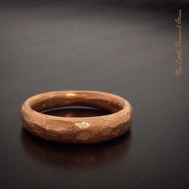 Let's get hammered—#custom #gents #weddingring in #22k, #handforged with heavy hammered finish. . #finejewelry #weddingband #hawaiifinejewelry #gold #lovegold #hawaiiwedding #wedding #gentstyle #love #mensband #honolulu #808 #oahu #hawaii #bridal #instahawaii #hawaiigram #jewelrylove #leroxjewelry #hawaiilife #itsallaboutlove #thelittlediamondstore