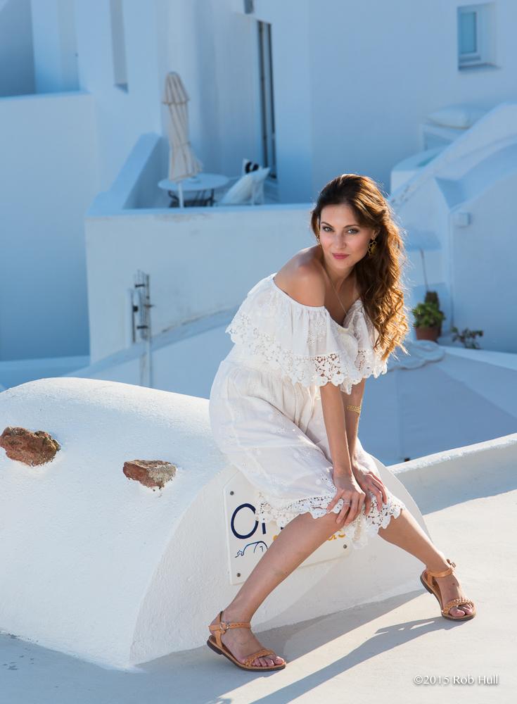 Model Vlada Olius on Santorini