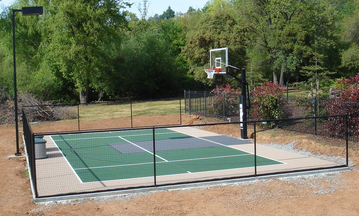5' soft fencing on 30x50 court.JPG