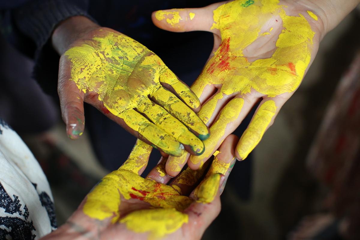 2014.KENYA.MASAI.FASHION.PAINTED HANDS.jpg