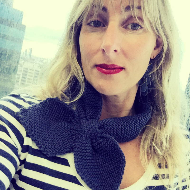 A little bit french in my knitted bow scarf and striped top!
