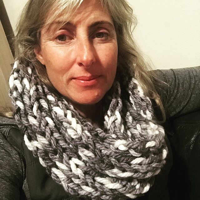 Hi! 👋🏼 This is my new cowl. You can knit your own winter cowl with my new range of beginner kits - online this week.  Quick and easy knit project in a new colour range. Super chunky knitting 🧶 #whatjaneknits #quickproject #knitting #learntoknit