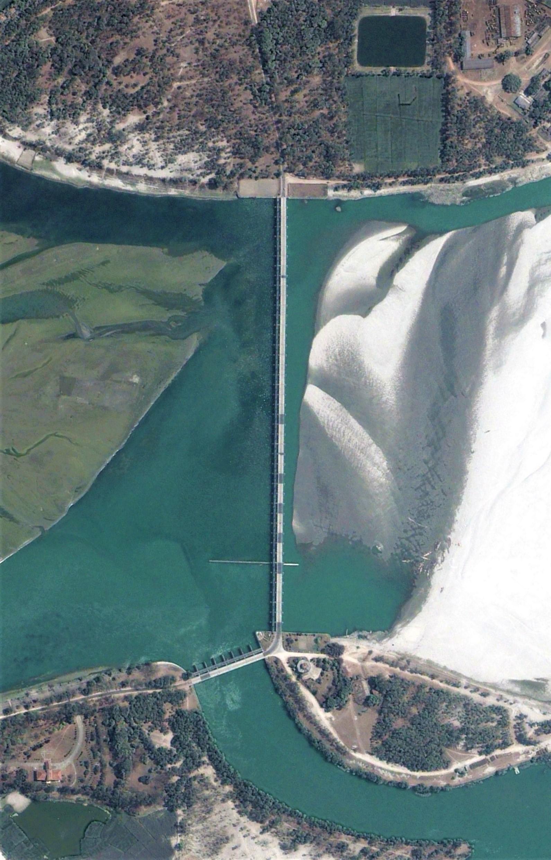 Teesta barrage. Image date: April 2013. Image width: 800 meter