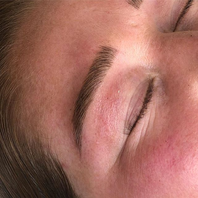 Spot the difference- real hairs or microblading strokes? 🙊🙌🏼