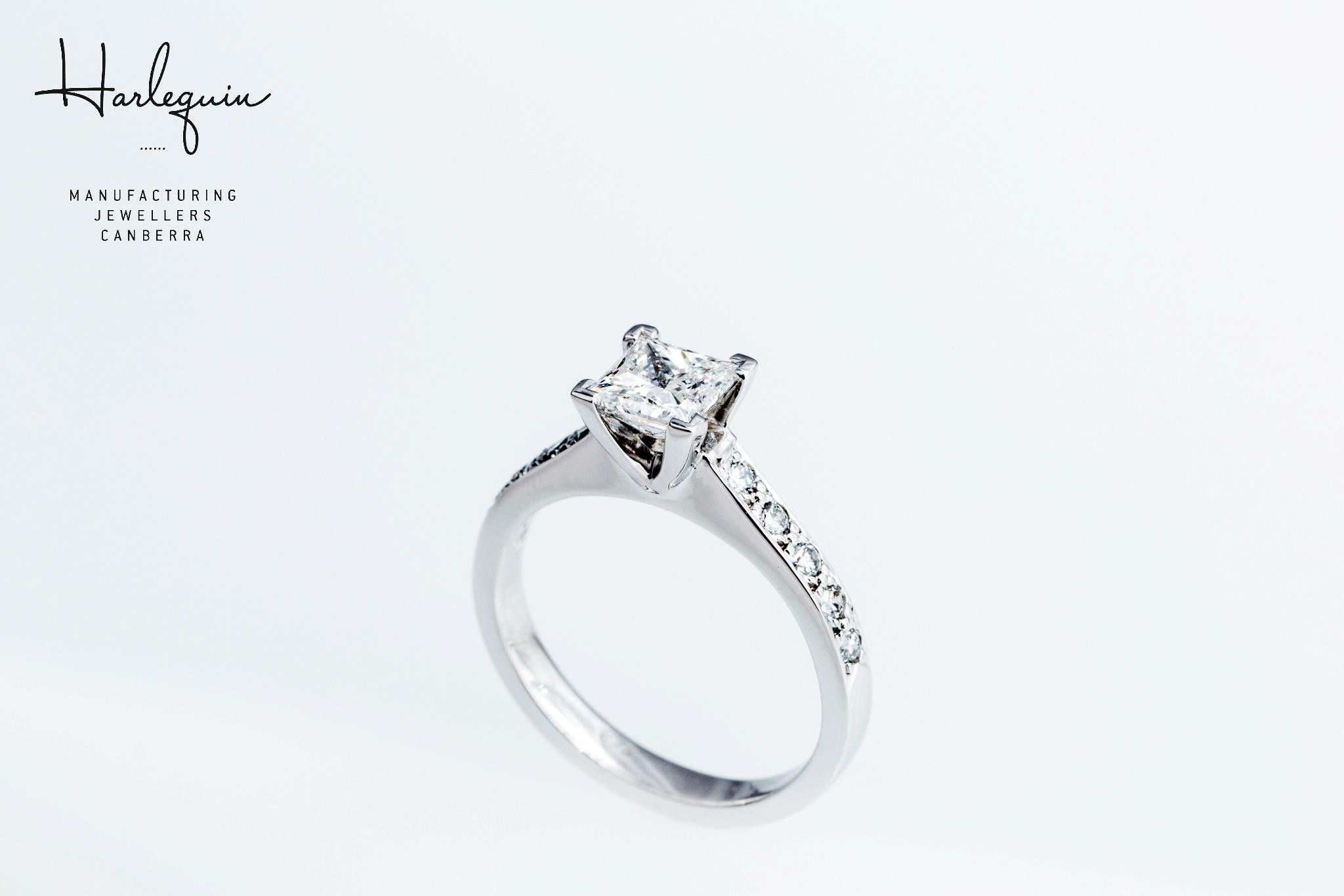 Style 3: Round brilliant cut diamonds in the band