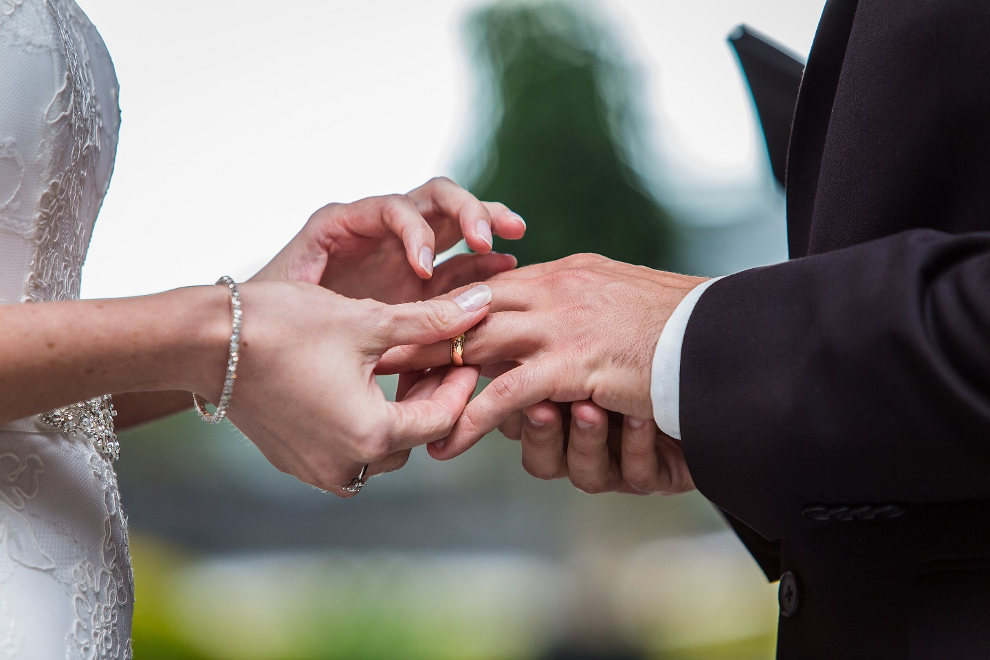 Zack and Kate exchanging wedding rings on their big day.  Photo:  Dreamlife Photos Brisbane