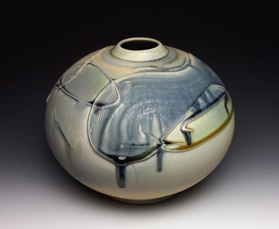 White round Vase.jpg