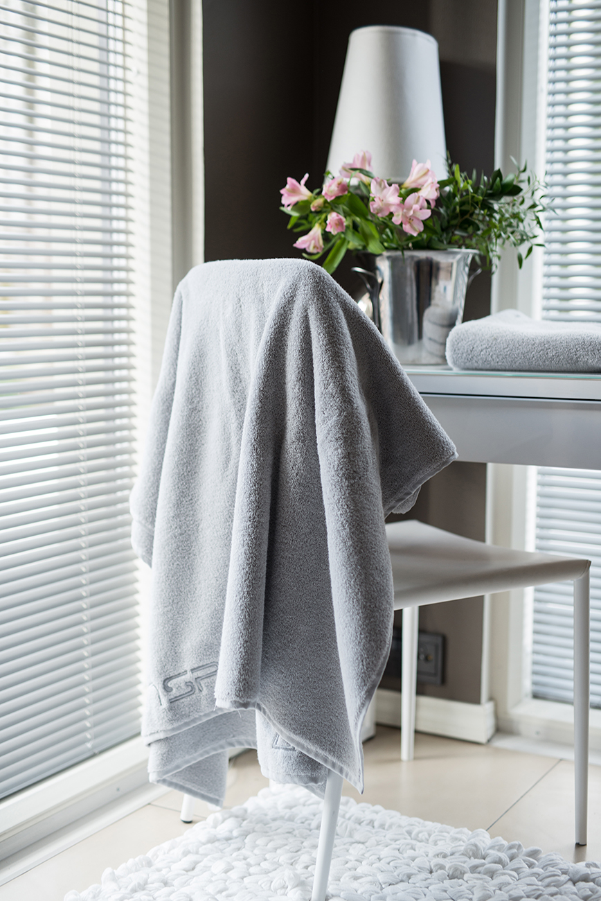 Grande Towel Pearl Grey.jpg