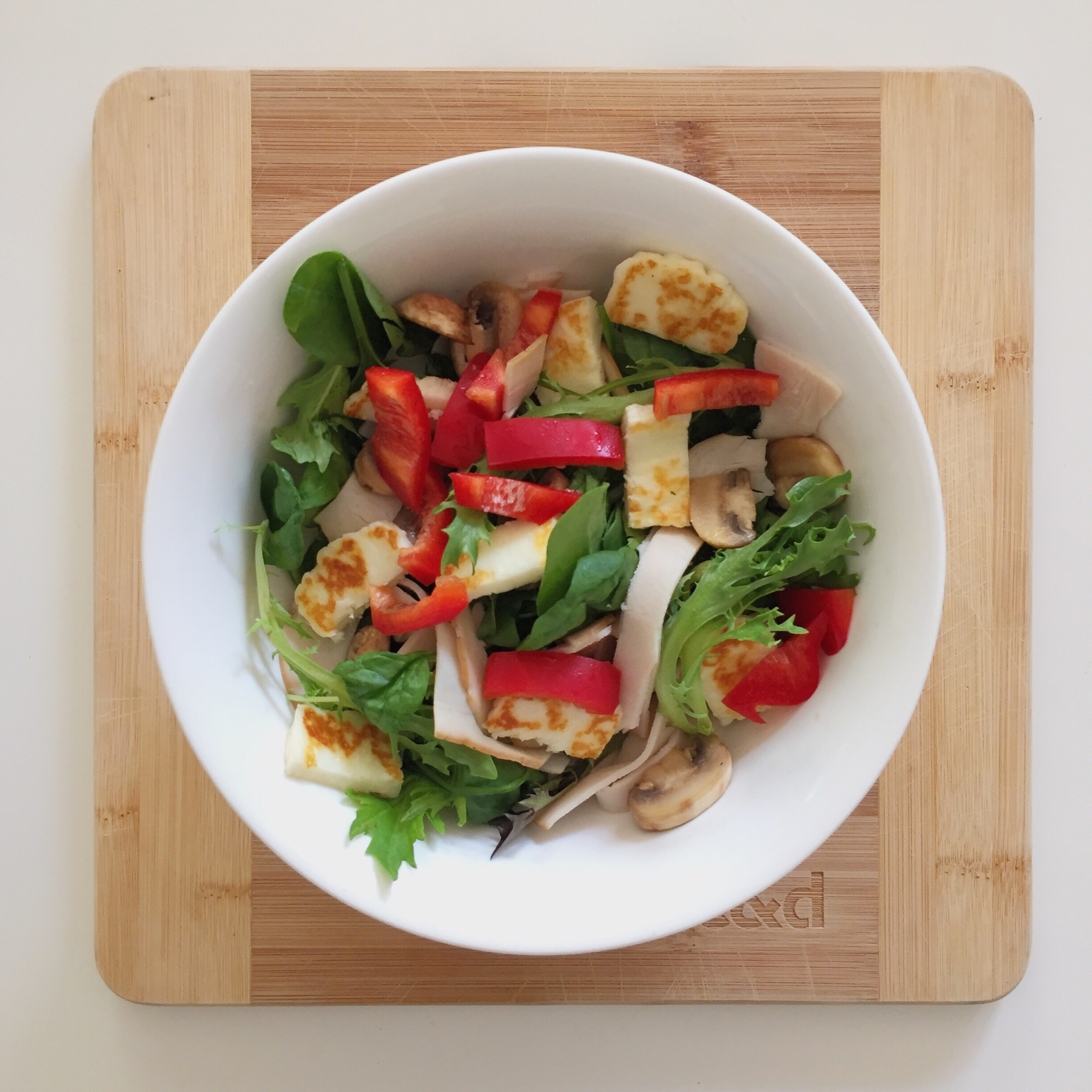 Lunch: Green salad, capsicum, mushrooms, turkey and haloumi (no dressing)