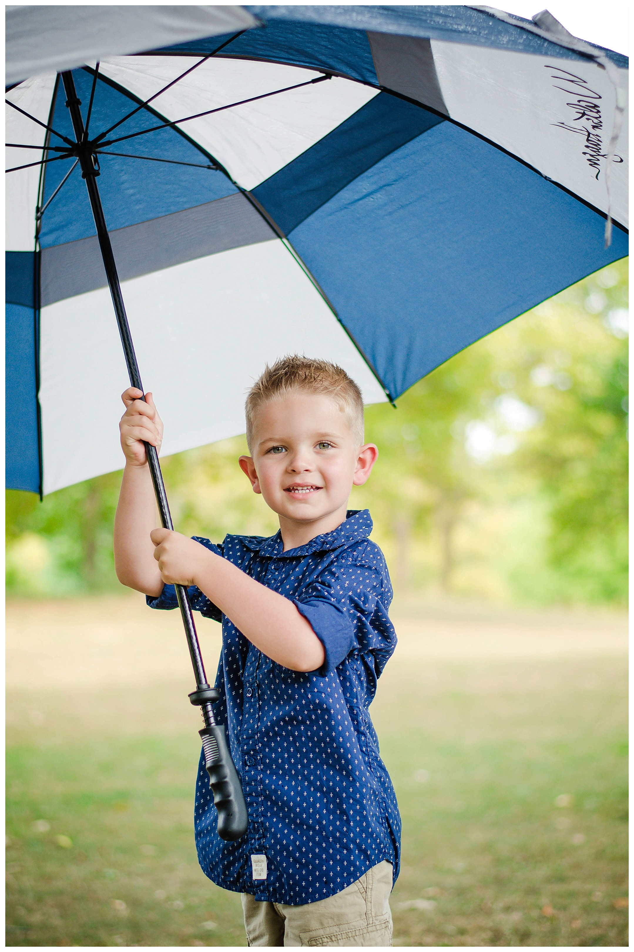 And if it starts to rain during your session? Take mama's big umbrella & just be cute! :)