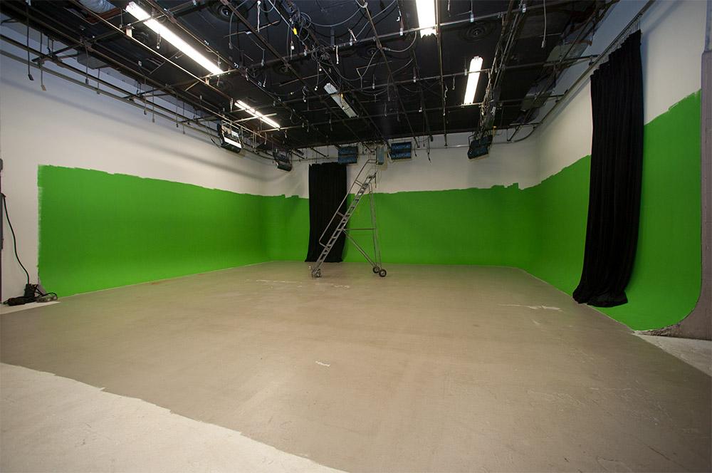 StudioCenterStageB_GreenScreen.jpg